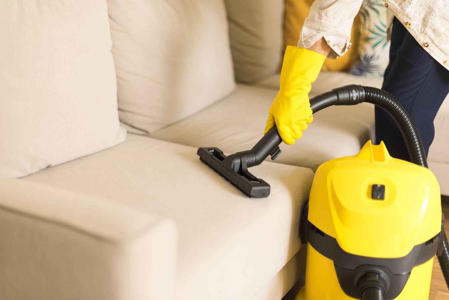 Como limpiar sofas de tela en casa